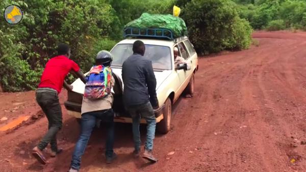 """""""SUR LES ROUTES de GUINEE""""  LA SÉRIE 4*8′ – LES HAUT-PARLEURS AVEC TV5MONDE"""